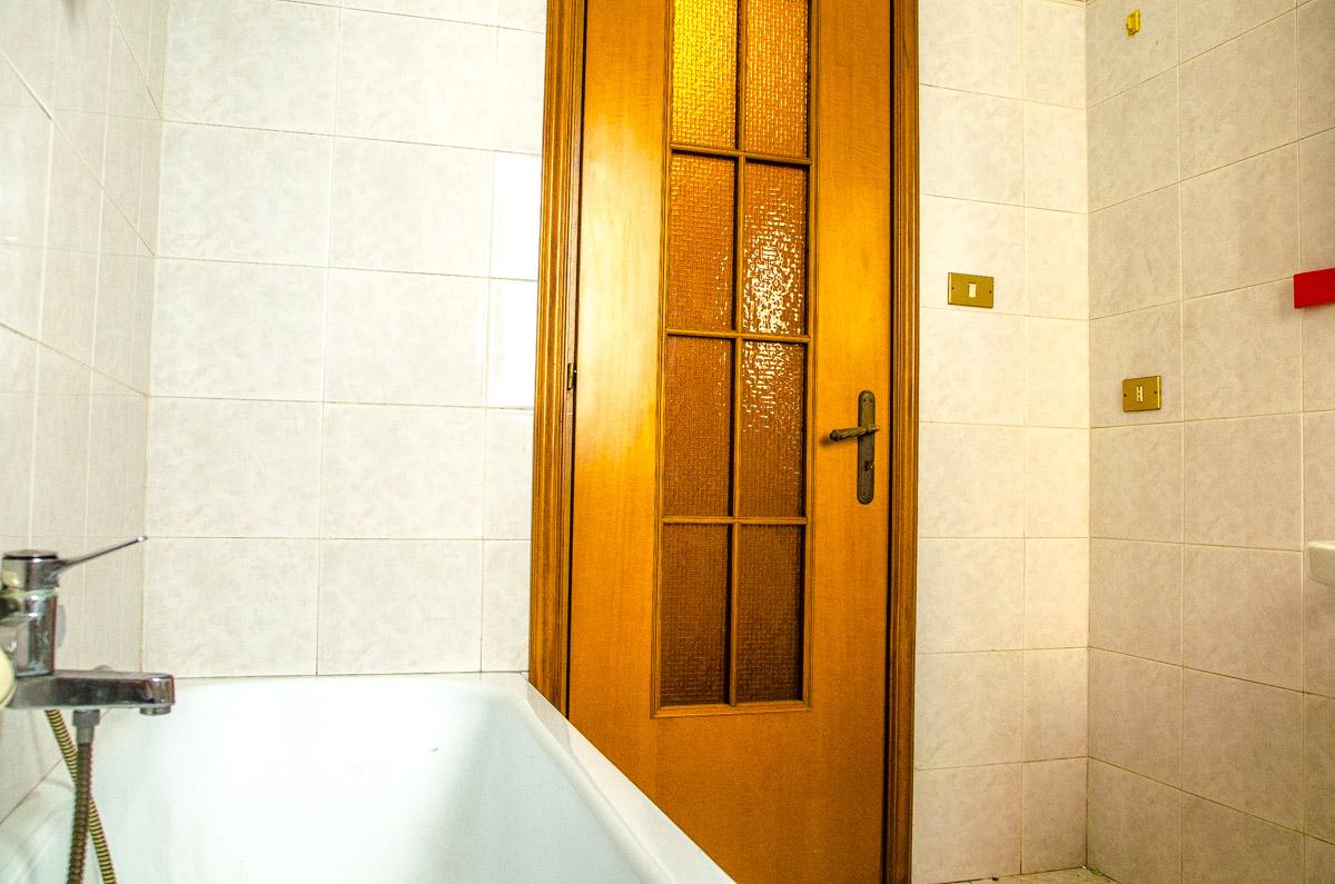 Bagno 2 della casa in vendita in corso giulio cesare 205 for Bagno della casa moderna