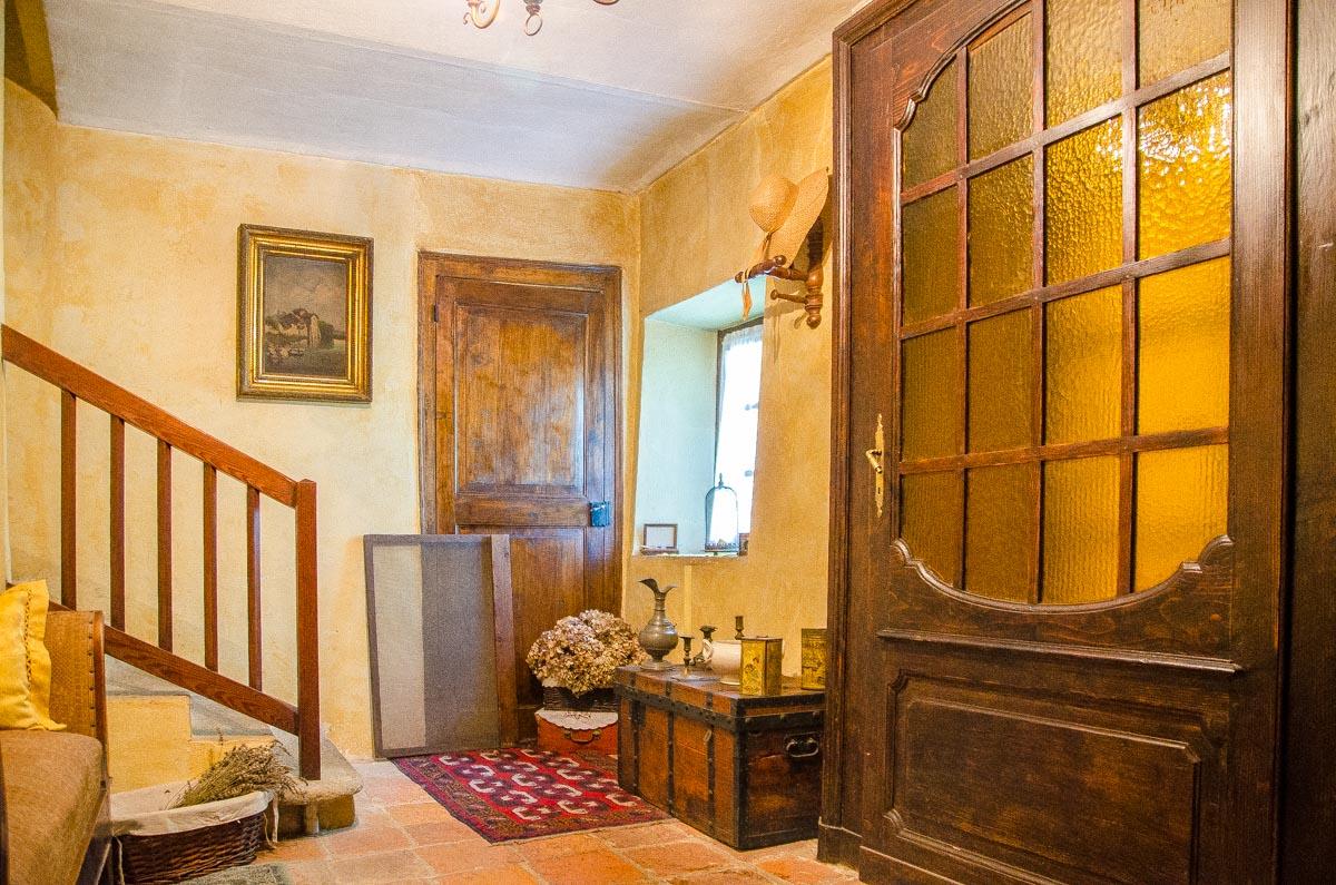 Salotto del rustico in vendita a gassino torinese for Salotto rustico