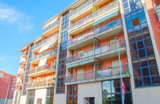 Facciata foto 3 della casa in vendita in Via lega, Torino