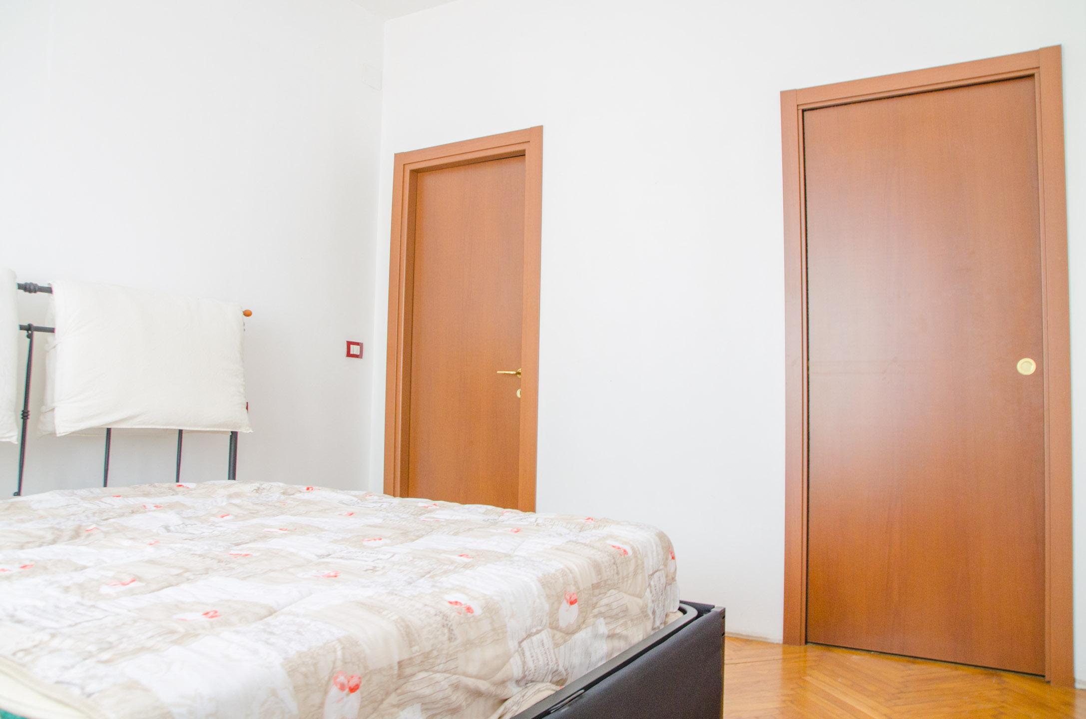 camera da letto foto 2 in vendita via brandizzo 51 torino