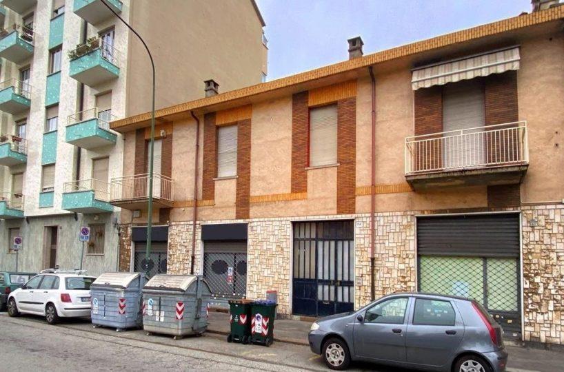 facciata quadrilocale in vendita in via Sempione